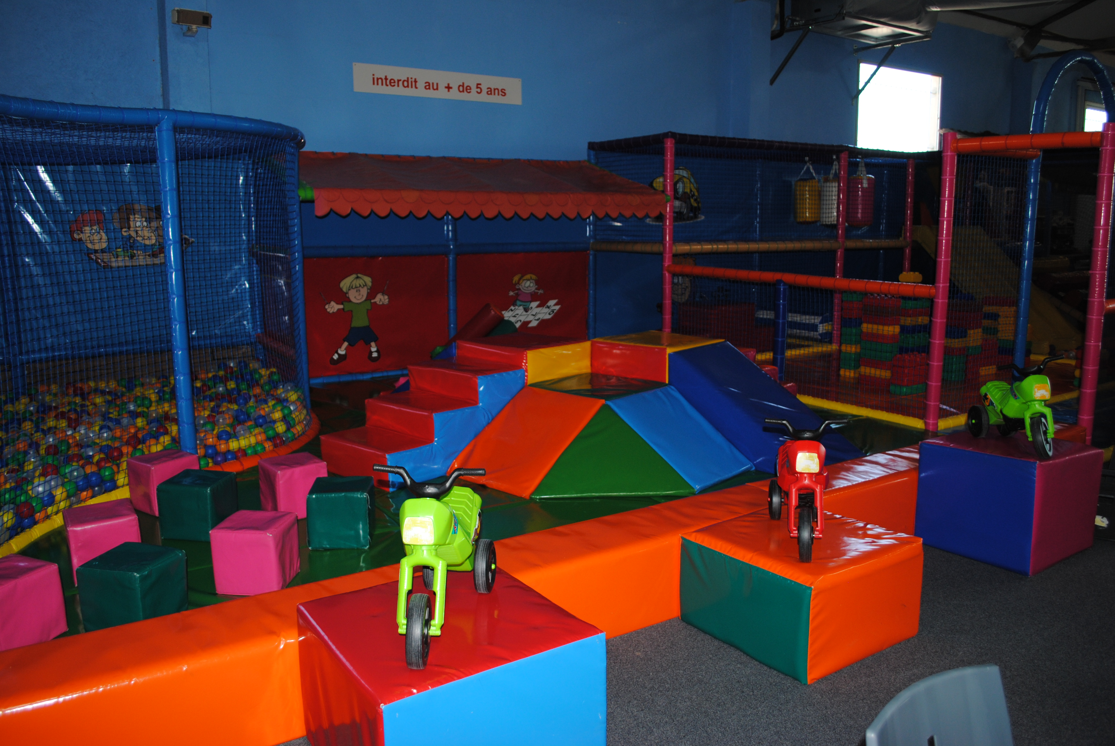 Soft indoor play for kids aixcentric for Indoor play activities