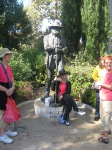 Cézanne's statue usually draws a crowd of tourists...