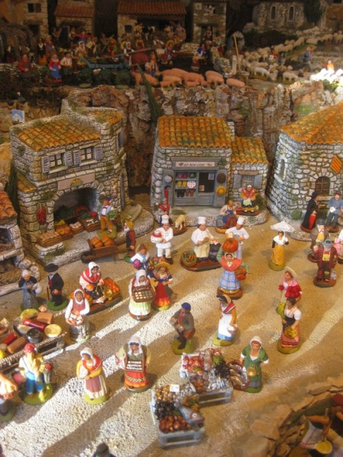 Santons in displays throughout the town